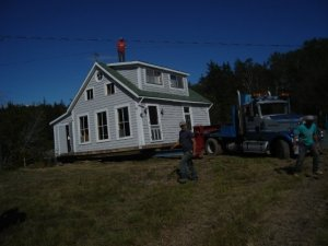 Second move of the old house on Deer Island (photo credit: Tiaan van der Linde)